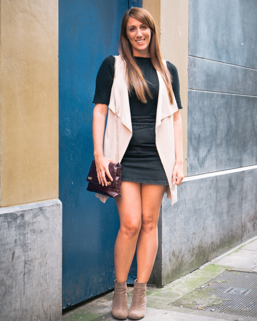 UK girl with long sleeveless jacket fashion